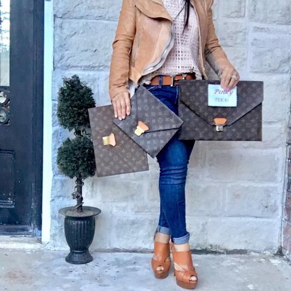 Louis Vuitton Handbags - 💯LOUIS VUITTON MONOGRAM POCHES PLATES